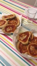 red pizza (tomato small pizzas)